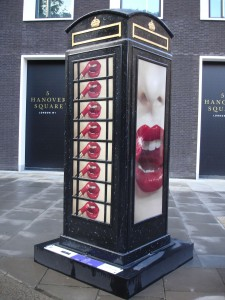 "I think I will leave it to you my dear reader to work out the location of Willie Christie's ""Kiss"" design (a clue - near Regent Street)"