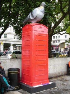 That's clearly not a real pigeon on top of HoWoCo's design by Marble Arch, because the box isn't covered in bird's sh*t. Probably not former Mayor for London Ken Livingston's favourite BTArtBox design either (he doesn't like pigeons). I love it!