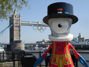 Beefeater Mandeville looking ruffled (hawh-hawh) by the Tower of London
