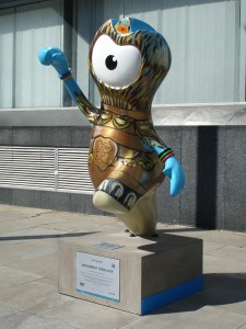 Monument Wenlock showing us how high Christopher Wren's famous doric column by Pudding Lane really is