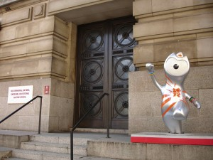 Cheeky Wenlock on the steps of County Hall. Well, it doesn't say anything about dancing on them, so I guess he's not doing anything wrong