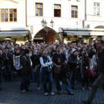 The crowd in front of the Astronomical clock moments away from being unanimously underwhelmed