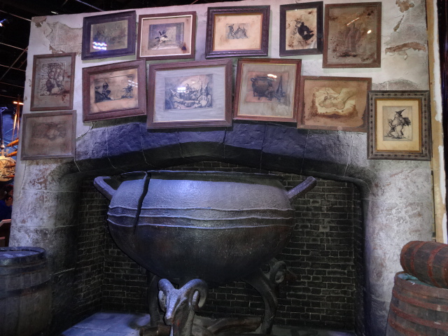 Part of the 'Leaky Cauldron' set. The pictures hanging on the wall were rather interesting ...