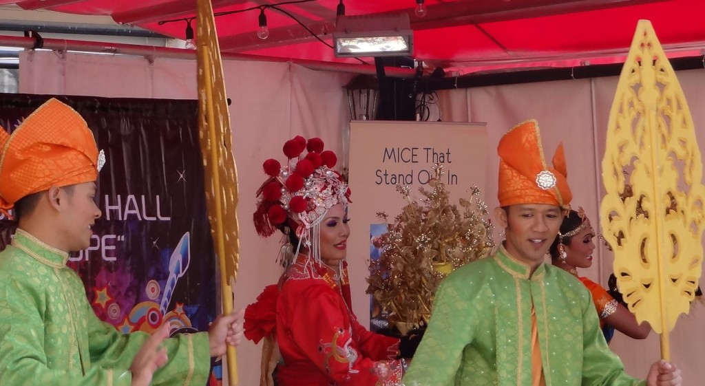 Tallinn Malaysian stage dancers and fans