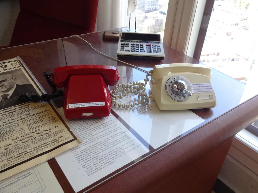 The (Communist) red phone was a direct hotline back to Moscow, hence the lack of a dial ...