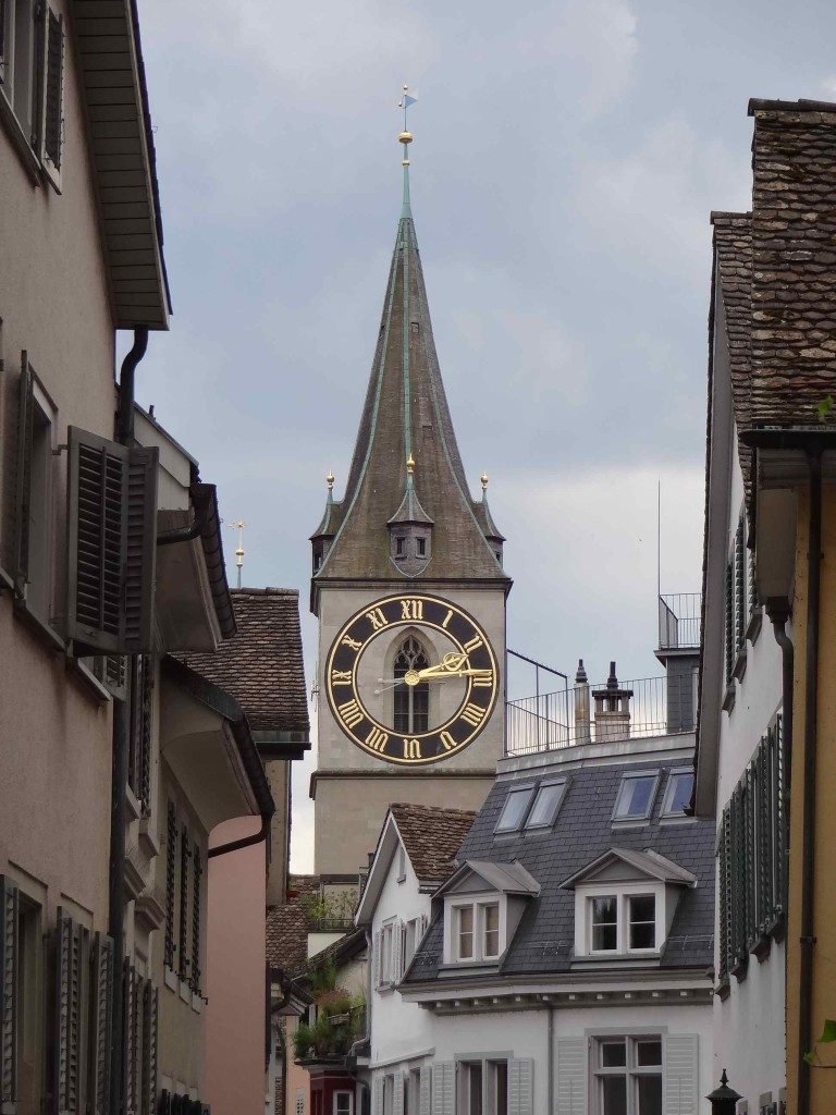 One of the imposing clock faces of St Peterskirche in the heart of Zürich ...