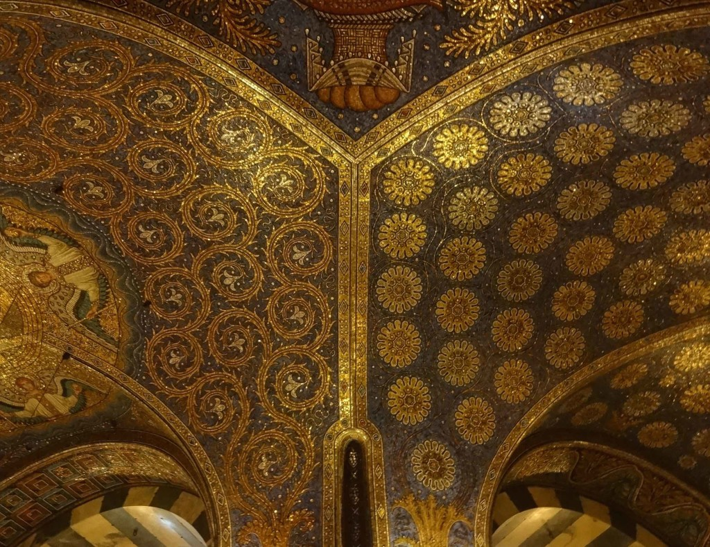 Aachen Cathedral, ceiling mosaic, flowers detail
