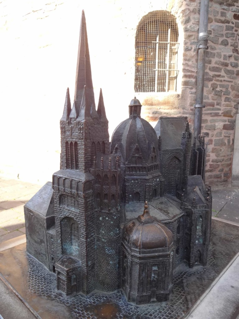 At last, the cathedral exterior captured in full, albeit using a scaled model of the cathedral found close to the entrance to the real Dom. One can see how higgledy-piggledy the architecture is with five hundred years worth of chapel extensions added to the original Palace Chapel