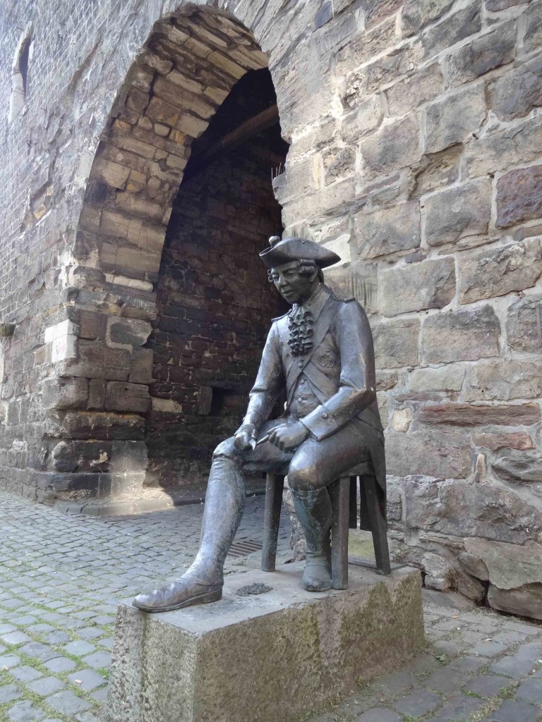 A statue of an eighteenth century Aachen soldier by the elevated 'steps' of Marschiertor, pondering how he is going to scale them