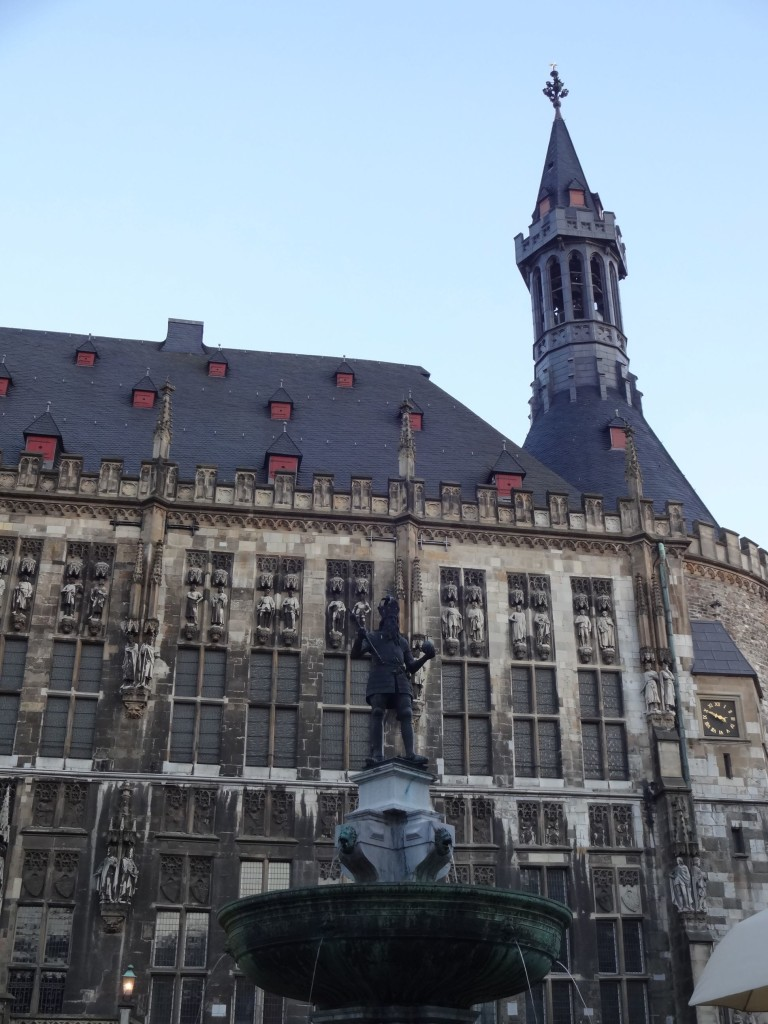 From the front facing Markt, the Rathaus is less garish and more stately, covered with life-sized statues of the various German kings coronated in the neighbouring cathedral...