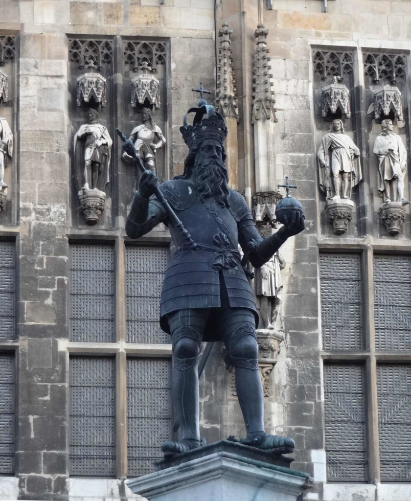 ...including (of course) Charlemagne who also stands proudly on top of the centrepiece fountain in the middle of Markt