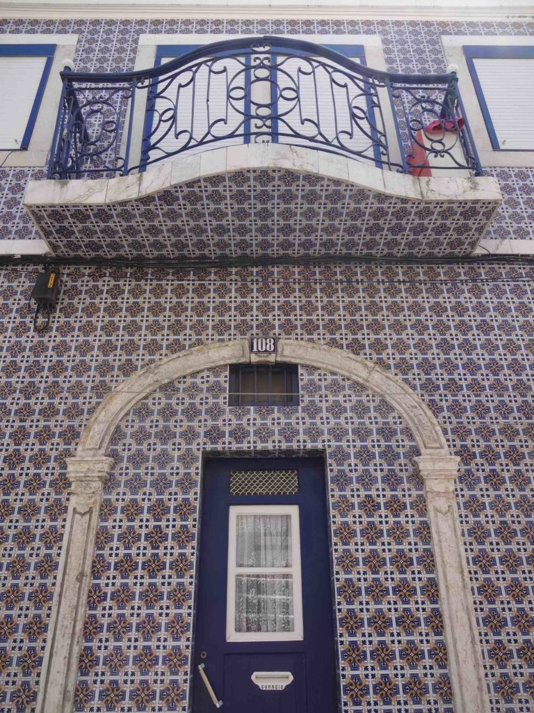 The patterns used on the azulejos in poorer districts were kept simple, typically geometric shapes