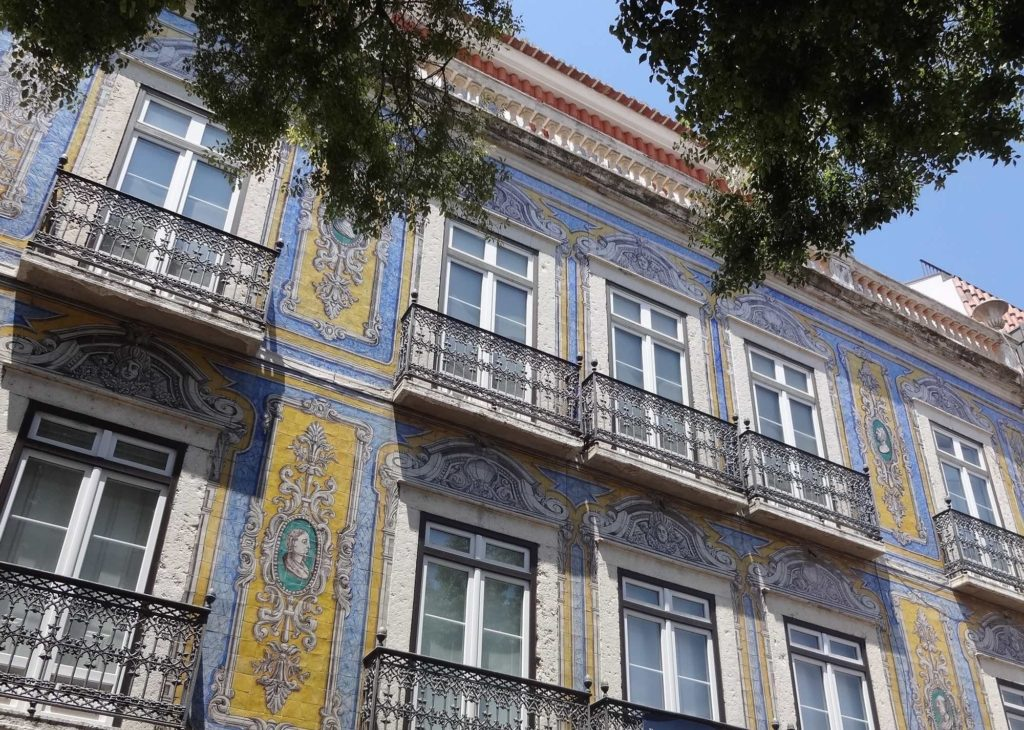 Wealthier residents could show off their wealth by adopting more intricate designs on their azulejos