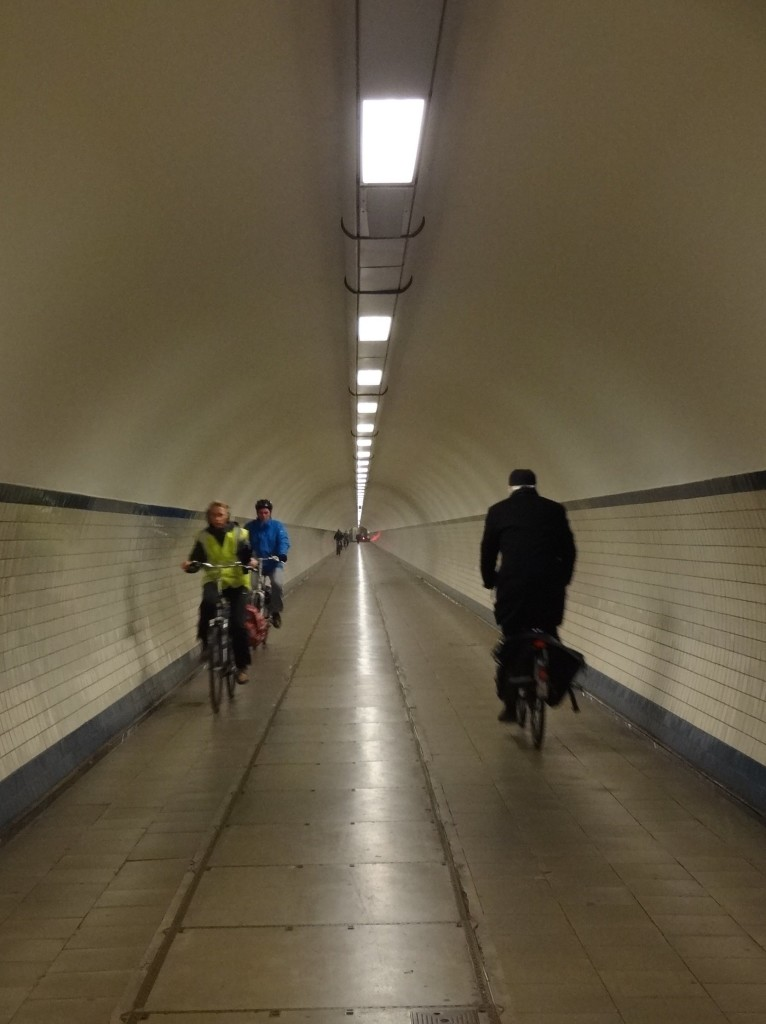 Cyclists conform to the Belgian highway code down in the tunnel and cycle on the right, keeping a safe distance from their fellow pedestrians (I felt it was safe to walk in the middle)