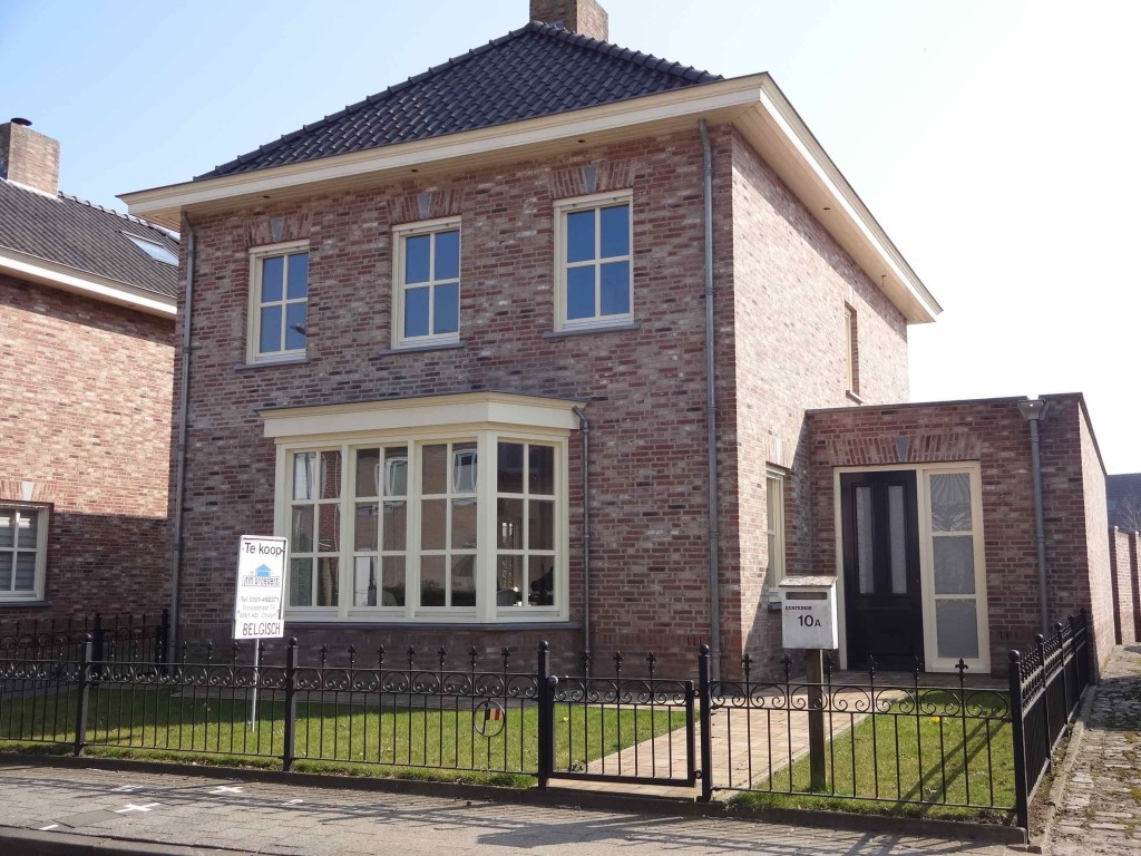 This newly built home is the latest building in Baarle to stand on a Belgian/Dutch border line (the white border crosses can be seen on the pavement in front of the 'For Sale' sign). As the front door stands on the Belgian side of the line, the new owners of this house will be able to enjoy evenings watching telly in the Netherlands but will pay Property Tax to the Belgian Government