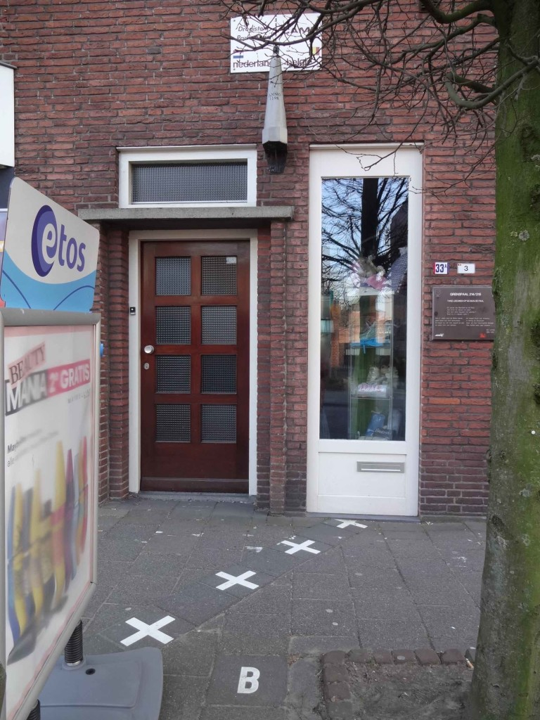 This gift shop along Niewuwstraat has also adopted two addresses