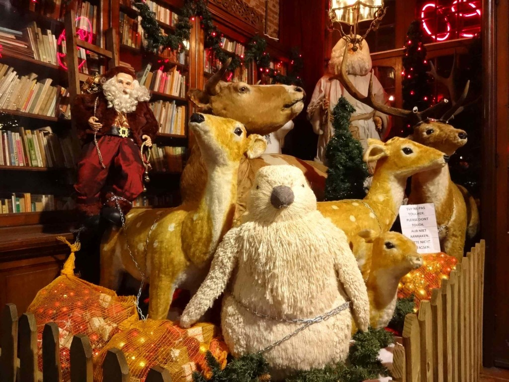 ... but what was probably an innocent attempt at making the piece secure actually appears rather sinister. The animals look as though they have been lassoed with a chain by a rather shifty looking character disguised as Santa. What on earth is he going to do to them? No wonder they look anxious