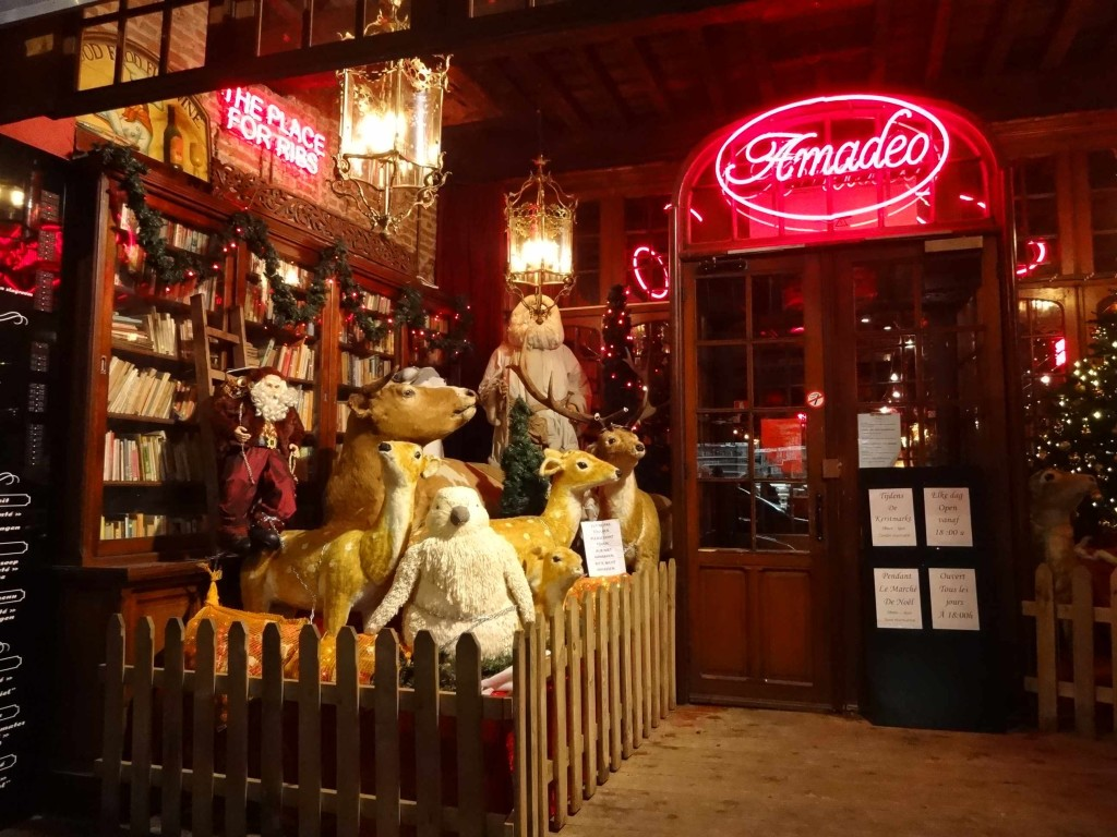 """An alternative Christmas scene outside Brussels' famous Amadeo """"The Place for Ribs"""" restaurant. At first glance it looks rather cute and lovely ..."""
