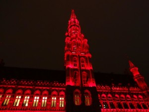Brussels Christmas 2014 Grand Place light show red