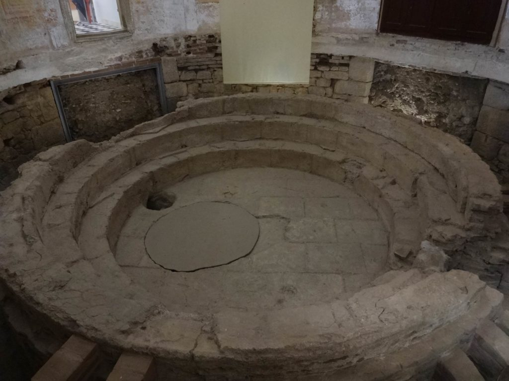 The remains of the Roman laconicum found inside Évora's Câmara Municipal building