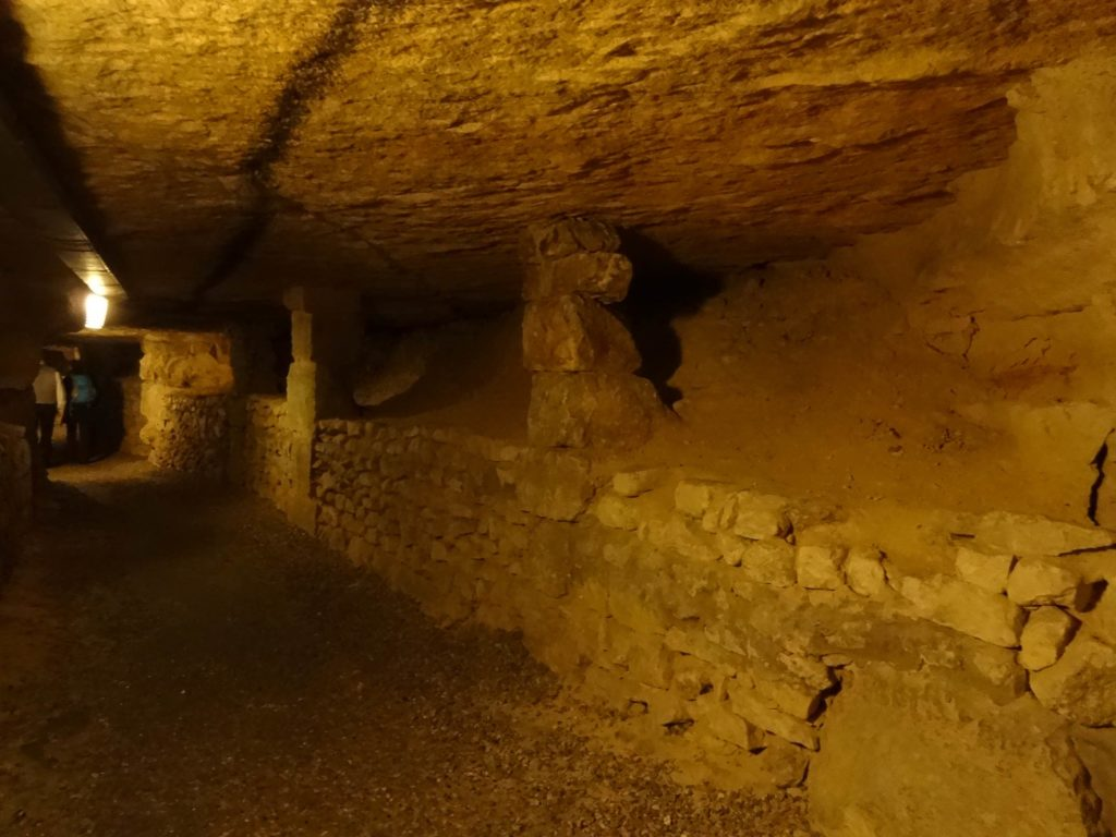 When these tunnels were still used as quarries, stone walls built without mortar known as 'hagues' were put in place to hold back the mounds of earth that prop the quarries up to this day, preventing them from caving in. Some of these hagues date back to the fifteenth century