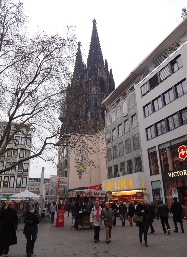 Shoppers trying to ignore the huge towers of the Dom looming over them just a few hundred metres away