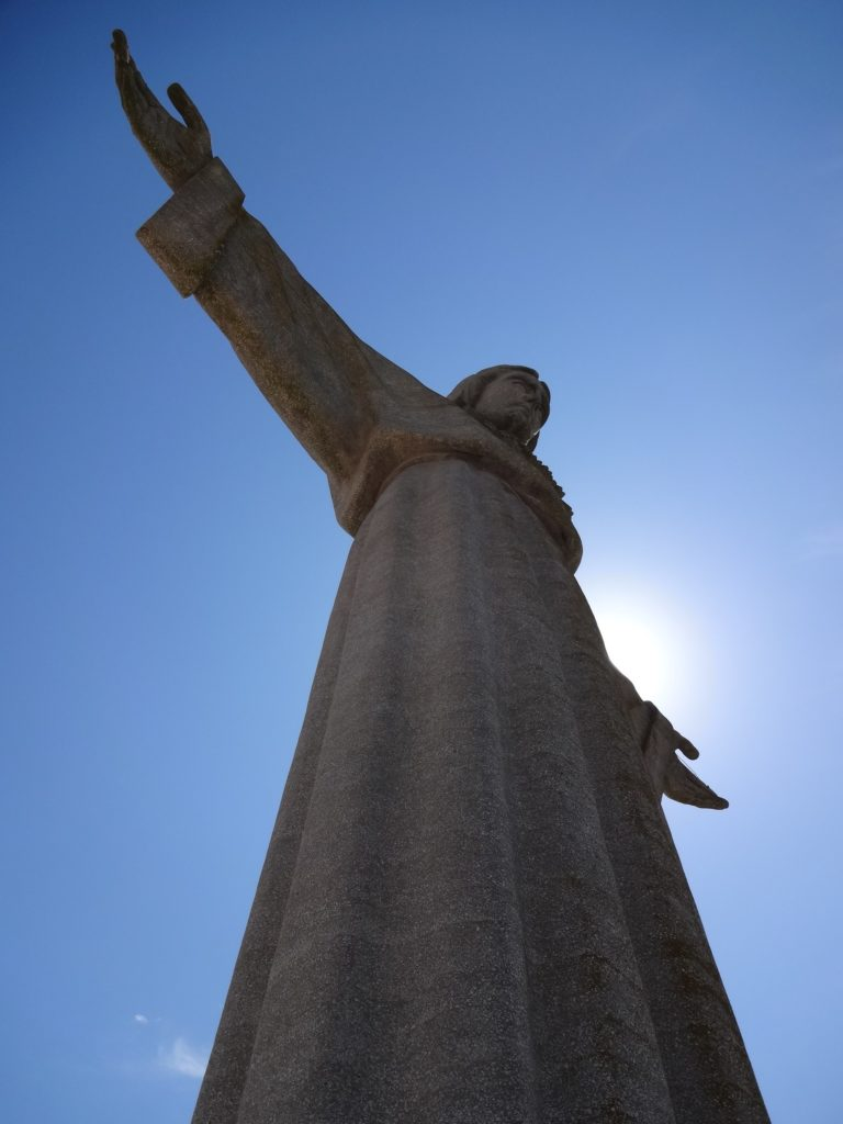 The width of the statue's arms is twenty-five metres across, three metres shorter than Christ the Redeemer