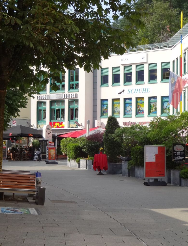 The lunchtime rush in the restaurant quarter along pedestrianised Städtle