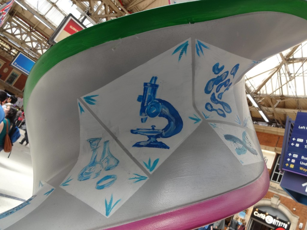 London Cancer Research UK's London Art DNA Trail 2015 What's in your DNA, Double Dutch Delft Blue DNA, Chris and Xand van Tulleken, Victoria Station, detail