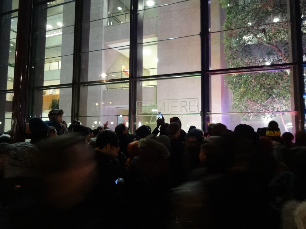It was 'dog-eat-dog' at Coutts as the crowds fought their way to the front to catch a glimpse of Deepa Mann-Kier's popular Neon Dogs. It was like being on the Tube during rush hour