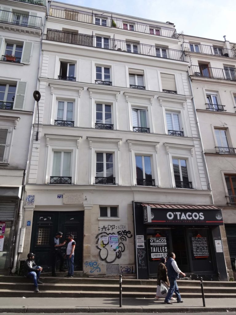 72 Rue de Belleville - barely a mile from Edith Piaf's grave in Père Lachaise Cemetery - has a plaque over its front door claiming that this was where Ms Piaf was born