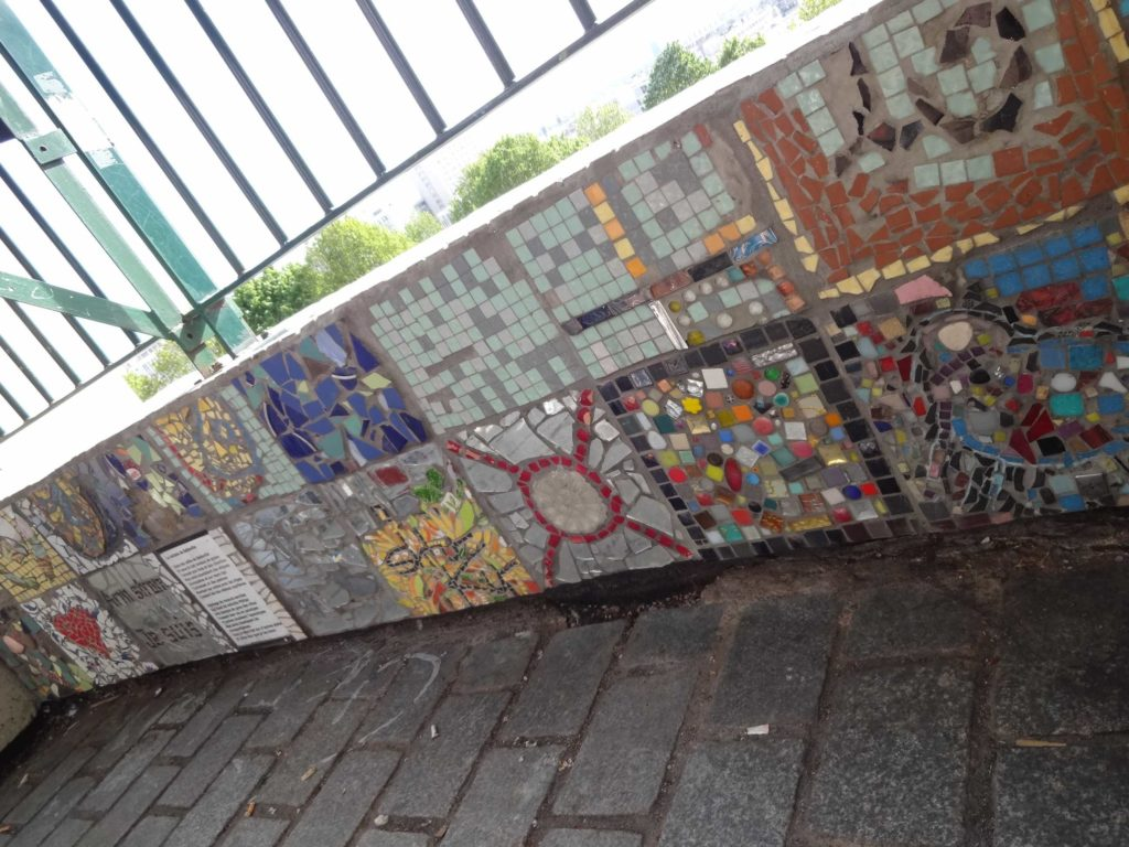 Mosaics cover the canopy...