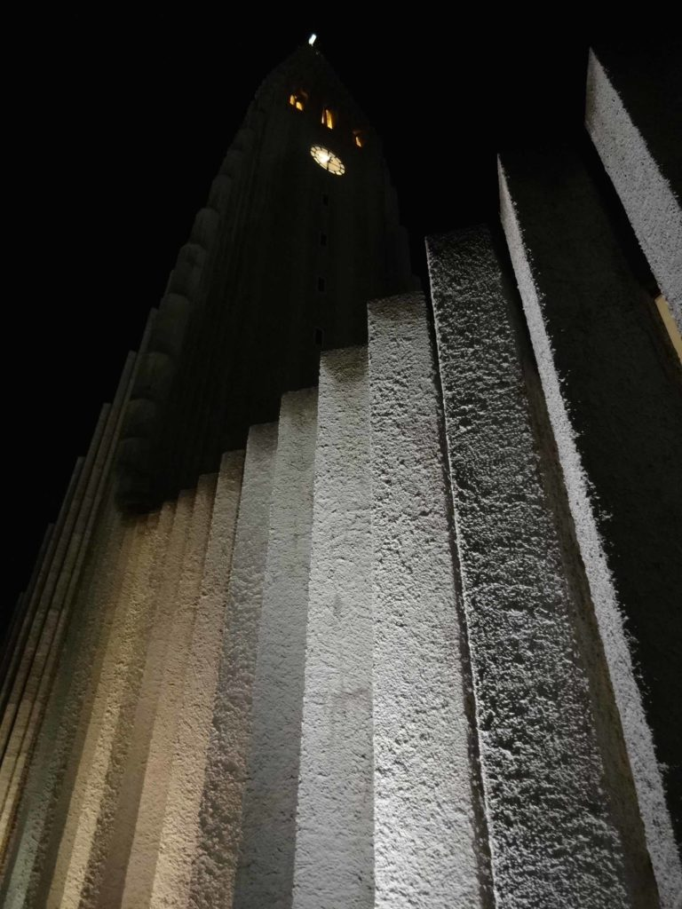 Who would have thought concrete could look so beautiful. The Hallgrímskirkja by night