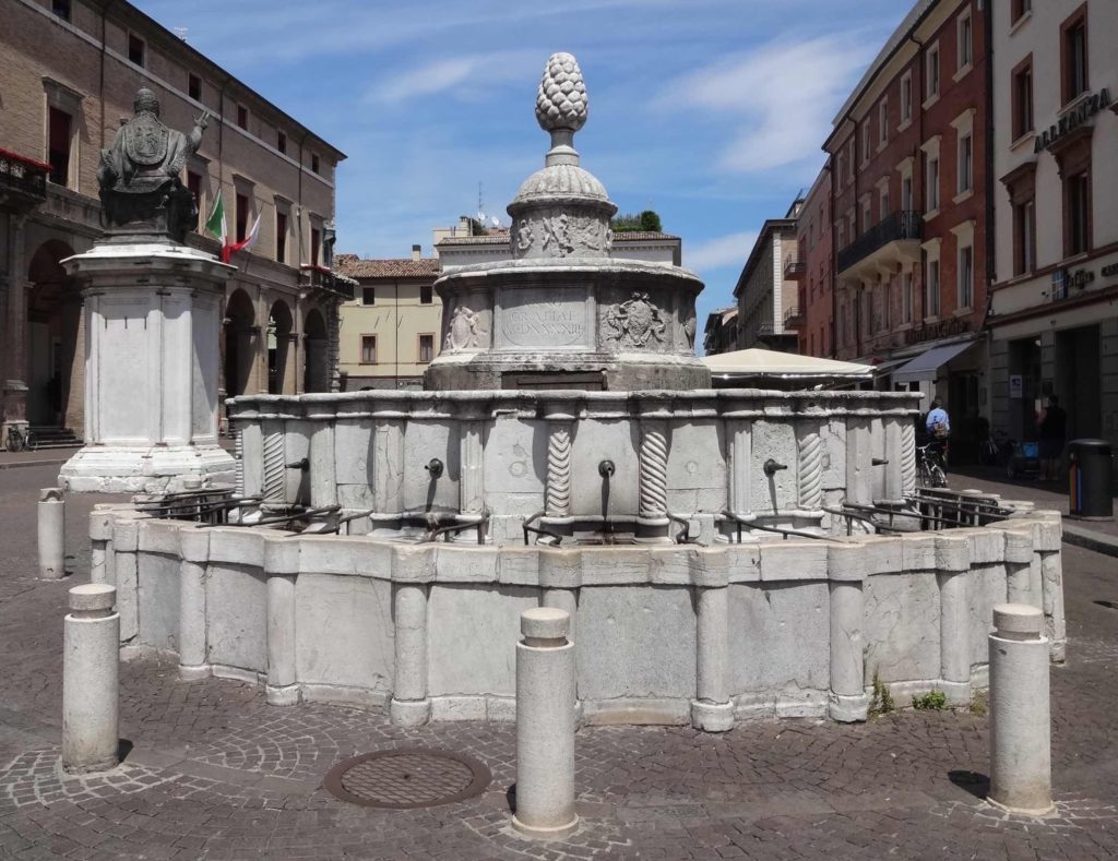 ...nor in any of Rimini's other notable fountains, including the Fontana della Pigna (Fountain of the Pinecone) in Piazza Cavour. Leonardo da Vinci is said to have loved the sound of the water gushing out of its fifteen spouts, but there is no record of him having an amorous splash-about in it