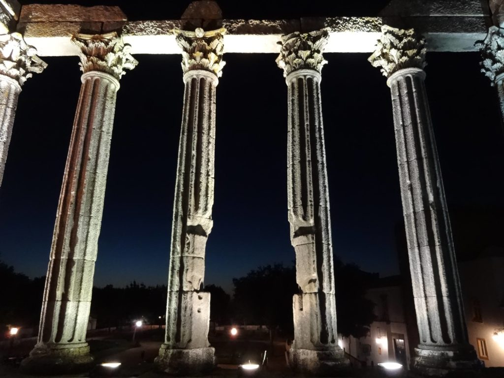 roman-temple-of-evora-aka-temple-of-diana-inside-columns-night