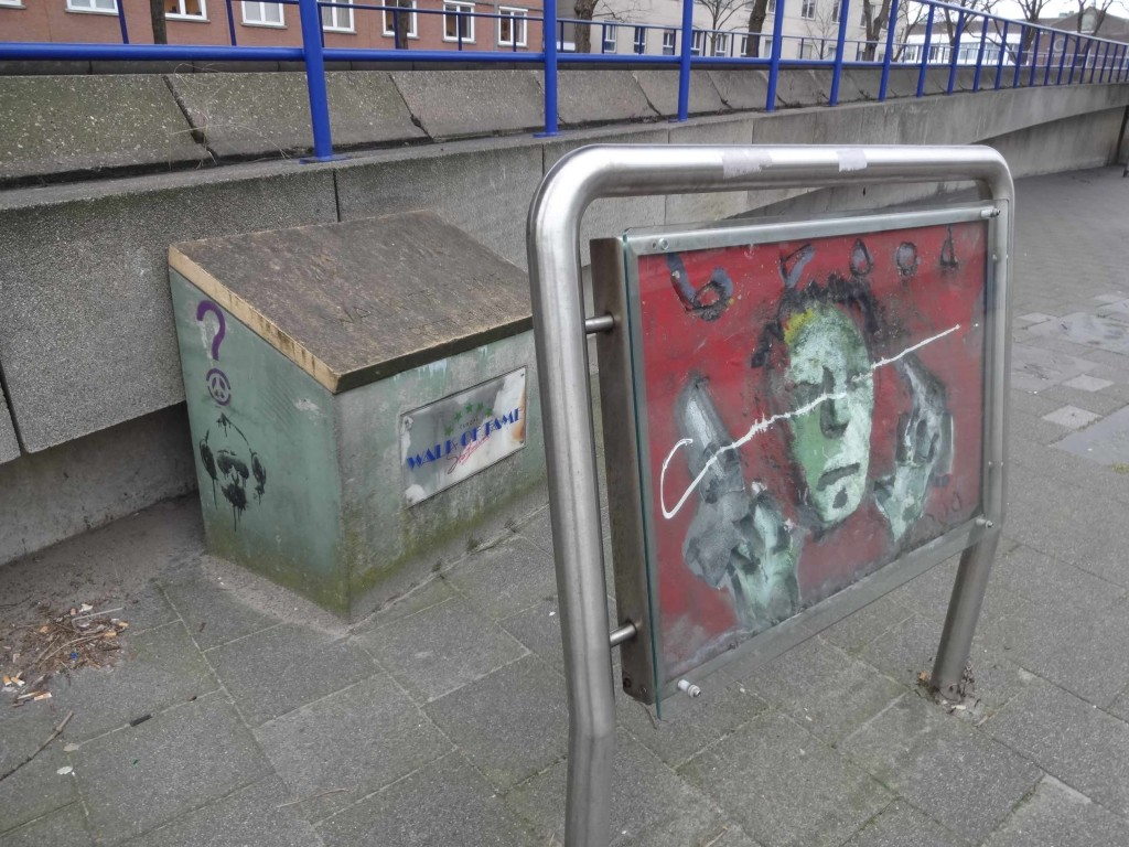 An interesting 'handprint' piece of art (although the artist/impressionist was unfamiliar to me) and a Walk of Fame branded grit box. Both clearly suggested I was near to my destination but neither filled me with the promise of glamour and stardom I was hoping to find