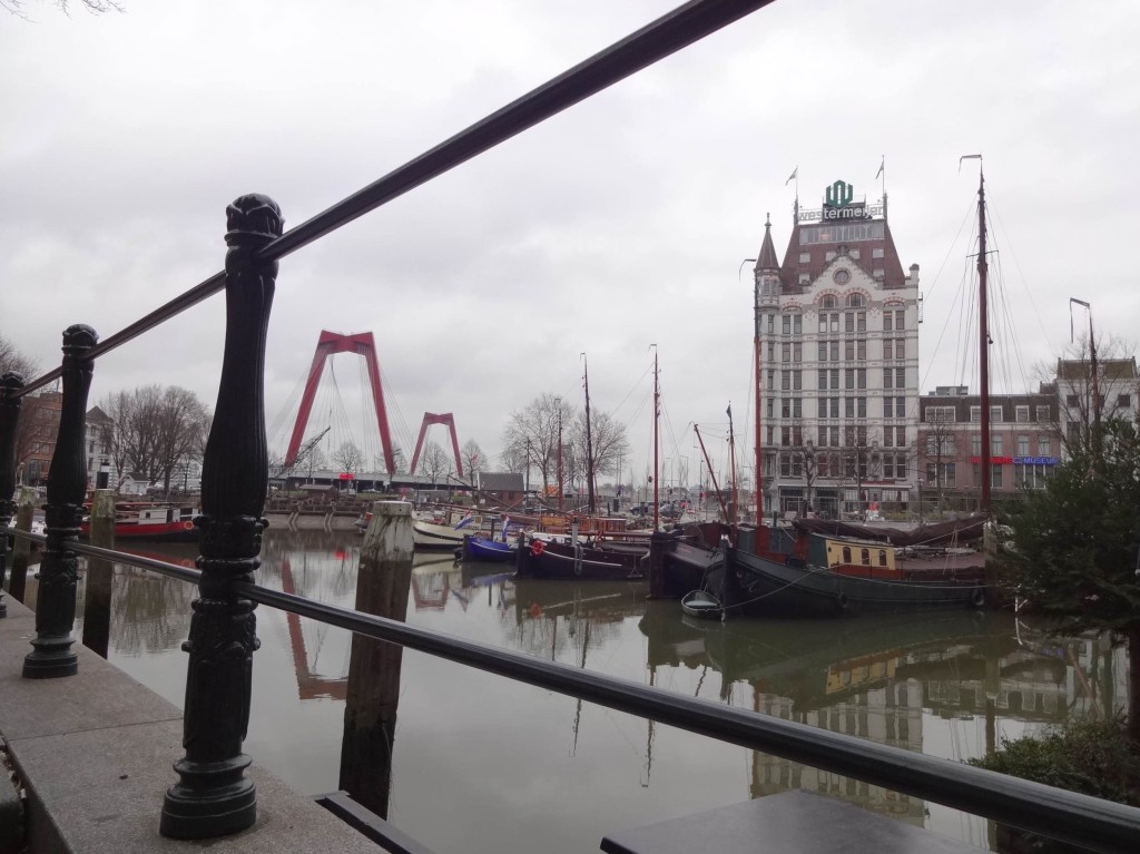 Rotterdam, art and architecture, Witte Huis and Oude Haven, through railings (1)