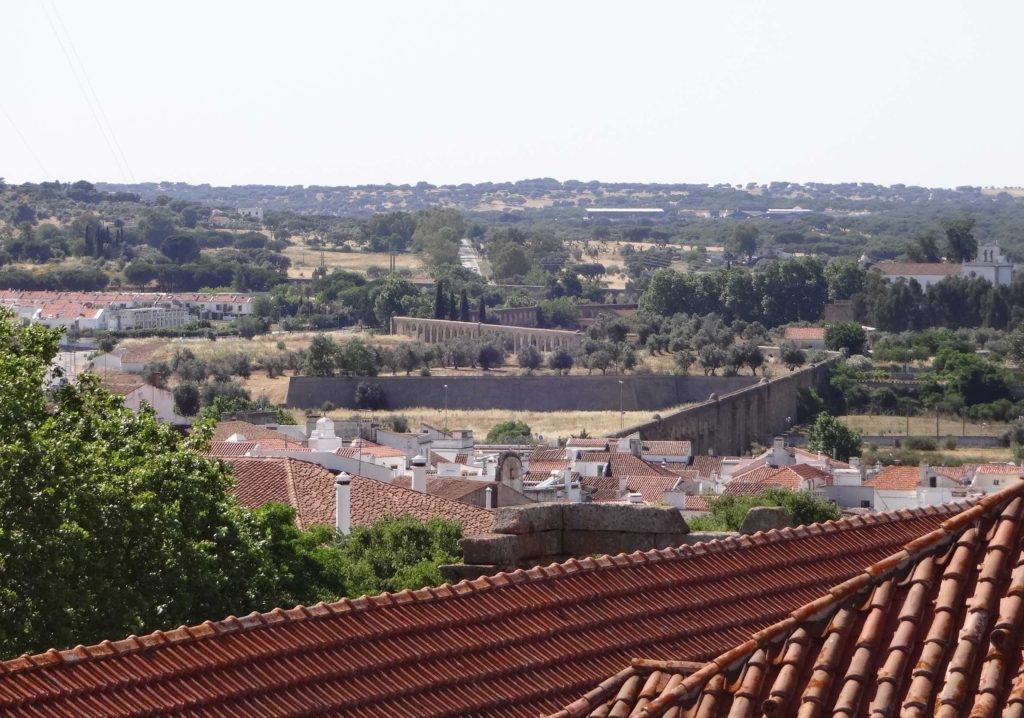 Évora's impressive Aqueduto da Água de Prata, as seen from the roof of the Sé (cathedral), snaking its way through the city and out into the Alentejo countryside