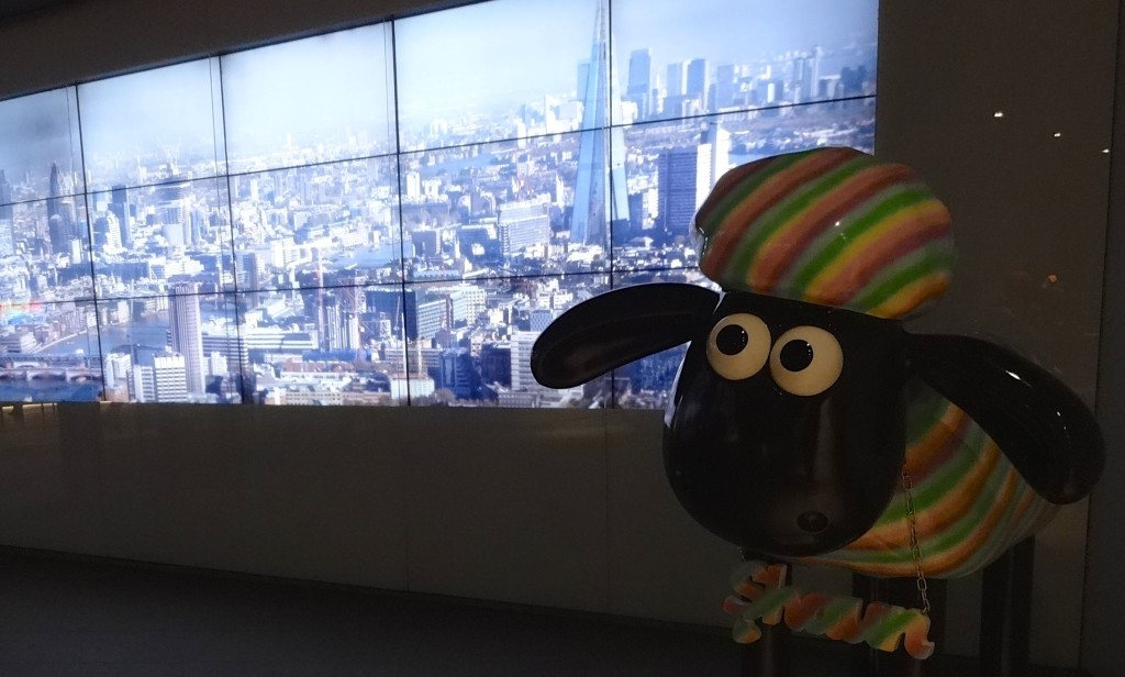 Shaun's vi-ewe from the Shard (just inside the visitors' entrance, up the stairs by the reception area)