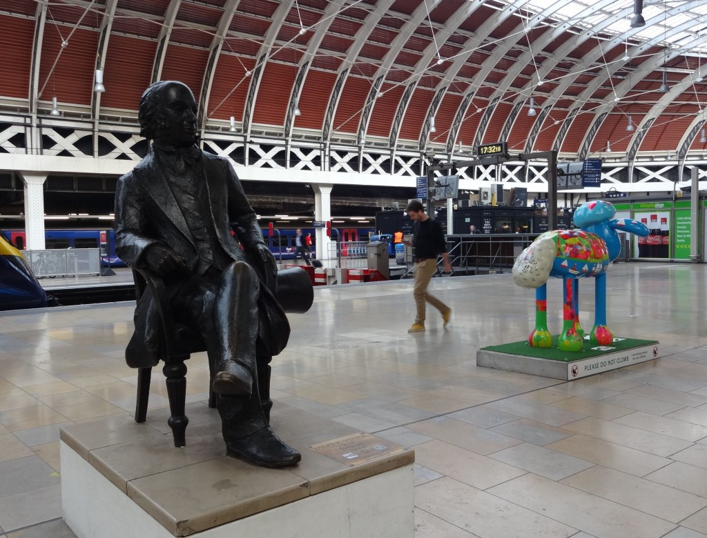 Station designer and famous engineer Isambard Kingdom Brunel and Shaun not seeing eye-to-eye for some reason. (By the way, Brunel is not that big, he's just nearer to the camera)