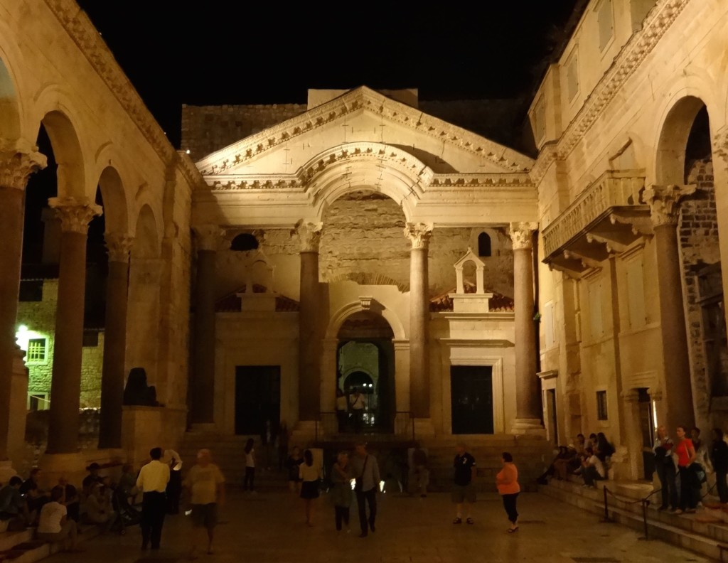 Split Diocletian's Palace, Peristil face night close up