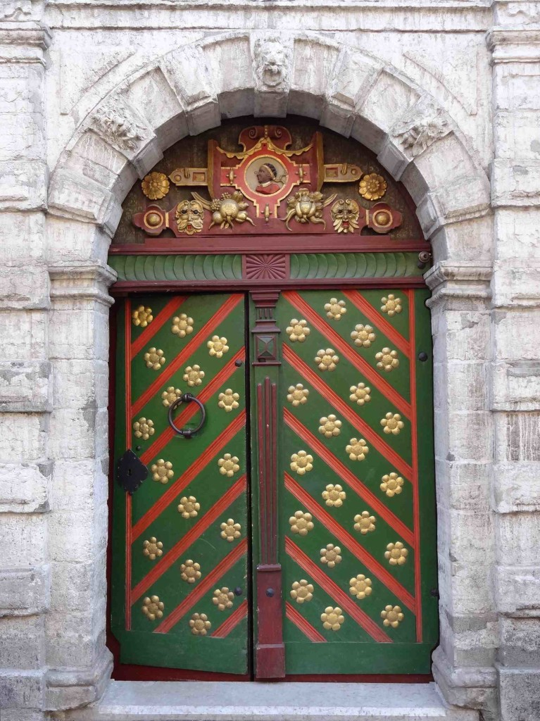 The beautiful, and rather cheery doors into the guildhall of the Brotherhood of the Blackheads