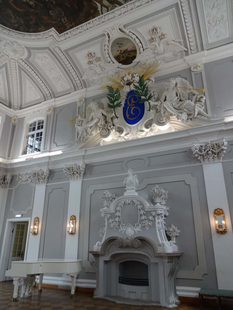 Kadriorg Palace's grandiose Main Hall. All that's missing is Liberace