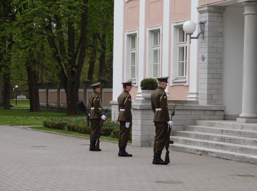 Tallinn Kadriorg Presidential Palace changing of the guard three guards
