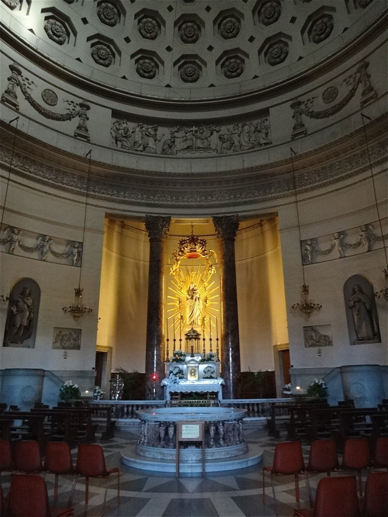 The interior of the church is small but spectacular ...