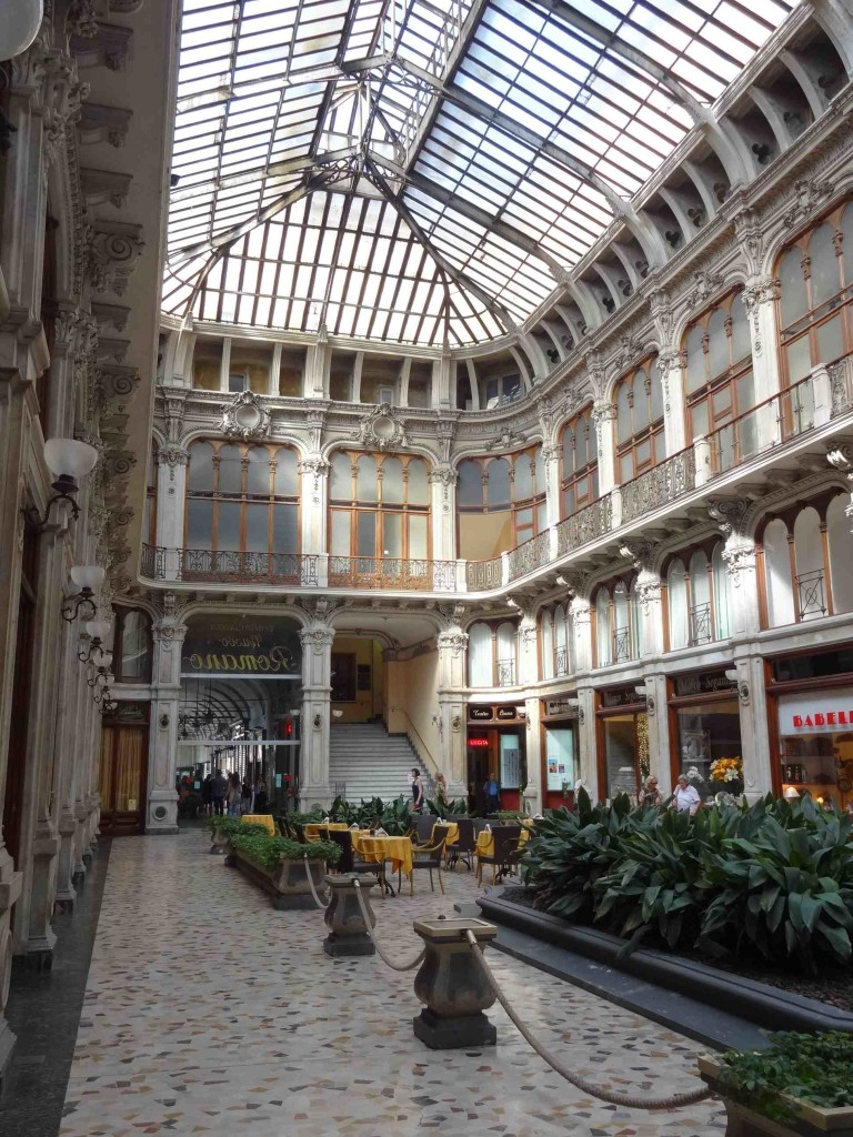 ... which should have brought them out into Piazza Castello but instead the Minis appeared coming down the stairs at the far end of the glamorous Galleria Subalpina a short walk from the Palazzo Carignano (so technically the Minis went back on themselves at this point, driving around in a circle)
