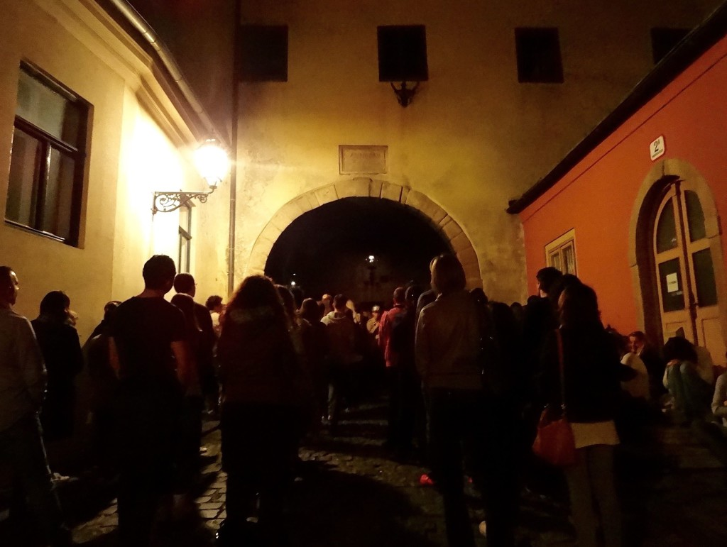 At night, one is advised to find another route to the Upper Town as the Stone Gate can become rather congested