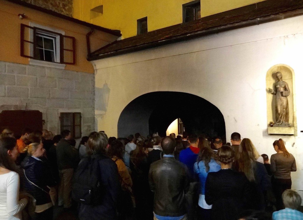Zagreb Croatia, things to see and do in Zagreb, Stone Gate statue of Dora, crowds